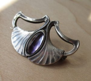 Jugendstil amethyst and 935 silver brooch, with a ginkgo leaf design, possibly by Max Gradl of Pforzheim Germany. This is a great example of early 1900s German Art Nouveau.