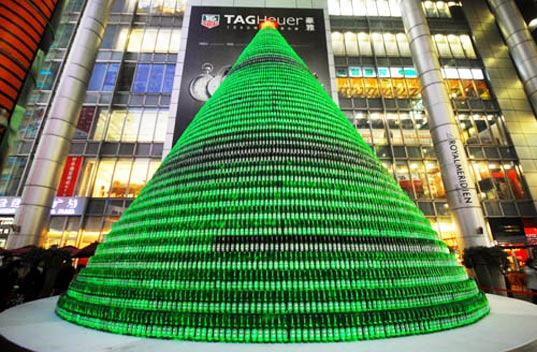 sustainable design, green design, recycled materials, green christmas tree, china beer bottle xmas tree, nanjing road, shanghai, repurposed beer bottle christmas tree