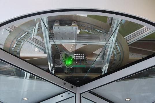 Teto transparente para visualizar o sistema