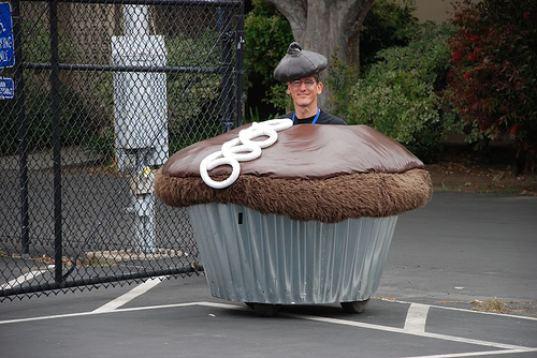 Cupcake Car by Lisa Pongrace