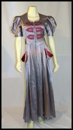 1940s-silver-grey-and-rspberry-dressing-gown