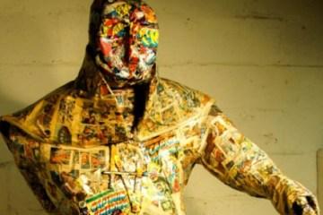 Artista plástico usa, sem saber, revistas raras em sua obra!
