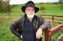 "Morre Terry Pratchett, criador da saga ""Discworld"""