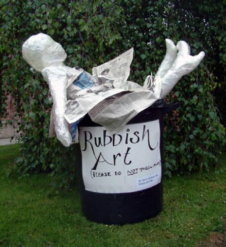 Escultura-basura de Mark Jenkins