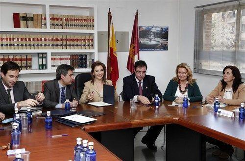 Marta García de la Calzada firma Convenios de Colavaración