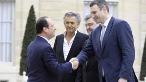 Ukraine : Honte à François Hollande qui s'ingère dans les affaires de l'Ukraine pour encourager et banaliser le gouvernement néo-nazi ukrainien et ses complices de l' « Euro-Maïdan » – 8 mars 2014