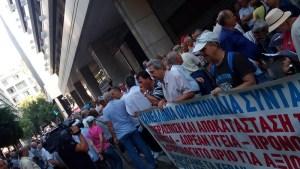 10 juillet 2015 : le PAME appelle à des manifestations massives en Grèce contre le nouveau mémorandum UE-Tsipras [8 000 manifestants à Athènes]