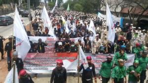Grève générale en Indonésie pour les salaires : 2 millions d'ouvriers mobilisés !