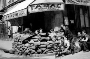 25 aout : L'insurrection parisienne ! la libération de Paris par la résistance menée par les communistes.