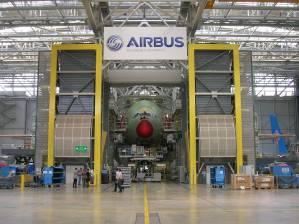 Airbus supprime des emplois pour faire monter les profits et les bonus de ses patrons.