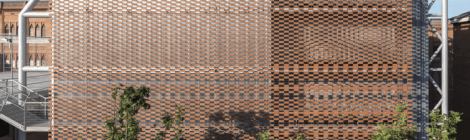 Flexbrick: An Architectural textile system made out of hollowed ceramic extrusions
