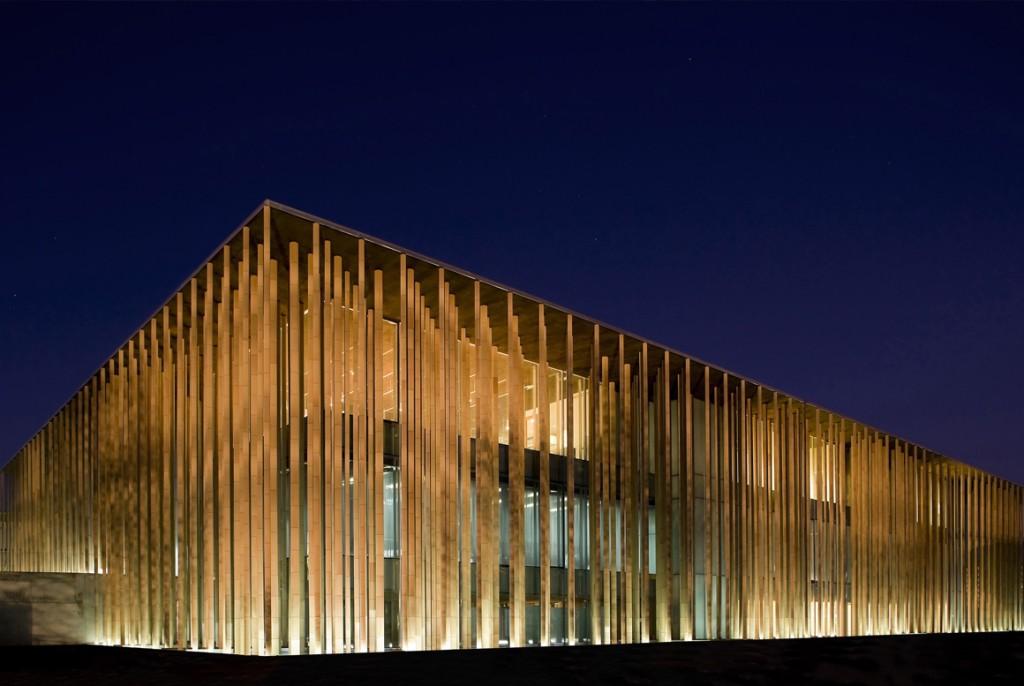 Breathing Columns- Spanish Pavilion by Mangado & Asociados. Image by Grupo San José.