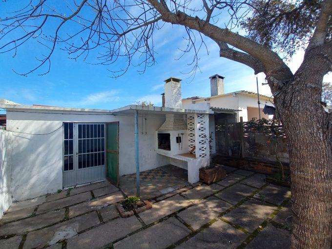 Se vende Casa Mono-ambiente sobre av Yaneo en Costa Azul .