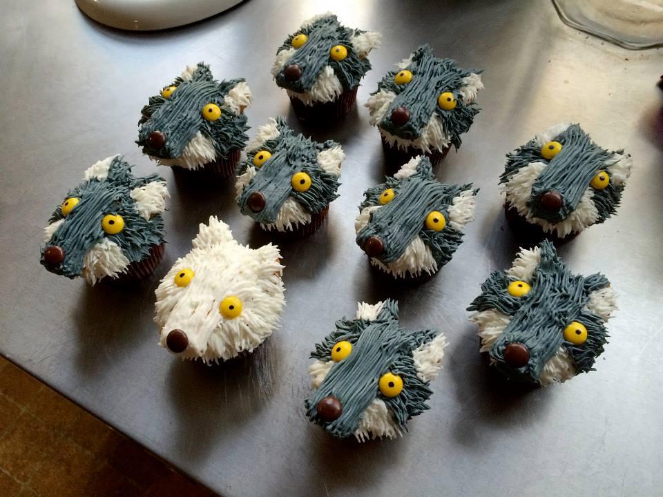 It's Wolfmoonsky's Birthday! - Page 2 Julies-Direwolf-Cupcakes
