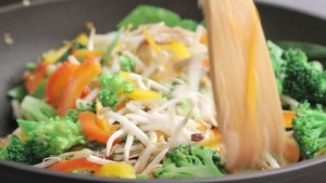 928556426-paletta-stir-frying-wok-germoglio