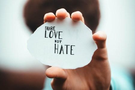 condividi amore non odio