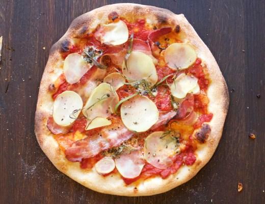 Potetpizza med bacon og rosmarin