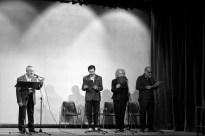Gruppo teatro di Carmagnola durante una recita di poesie in occasione della presentazione di un libro di Innocente Foglio