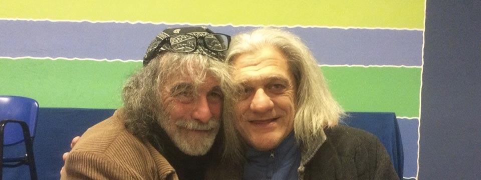 Innocente Foglio insieme allo scrittore Mauro Corona.