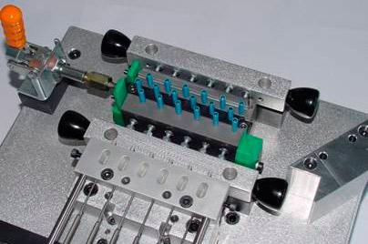 Detail einer Handmontagevorrichtung für Lüftungslamellen
