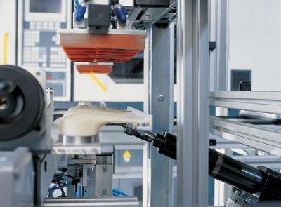 Weiterverarbeitung der Spritzgussteile, mechanische Bearbeitung nachgeschaltet dem Spritzvorgang