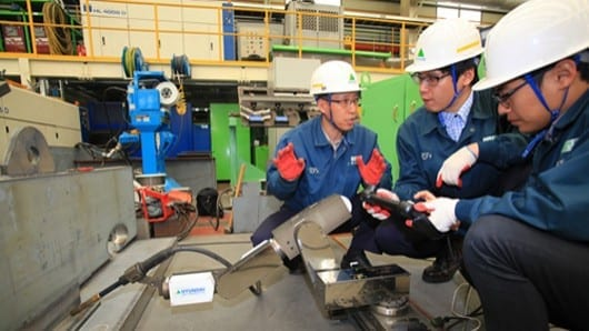 Hyundai develops small welding robot to tackle big jobs