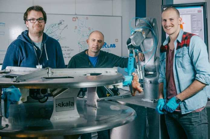 "This is the team behind the robot ""Gribbot "", who has a special eye for chicken. From the left: Elling Ruud Øye, Ekrem Misimi and Aleksander Eilertsen at SINTEF. Photo: TYD/SINTEF"