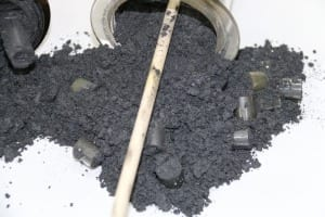 Solid black carbon is a by-product of methane cracking. (Bild: KIT)