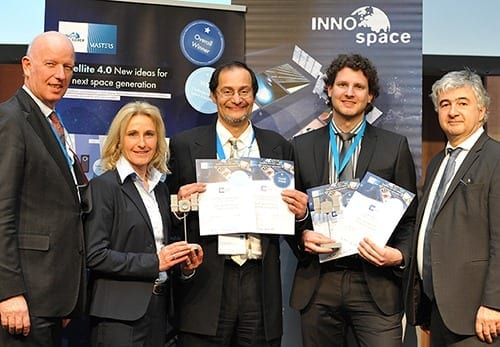 Awards ceremony in Berlin: Professor Sergio Montenegro (centre) and Tobias Mikschl with Wolfgang Scheremet from the Federal Ministry for Economic Affairs (right) and Gerd Gruppe and Franziska Zeitler, both from the DLR Space Administration. (Photo: DLR / Simone Leuschner)