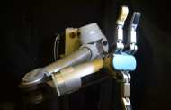 A flexible electronic skin achieves a level of sensitivity and precision that's consistent with human hands