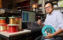 An optical fiber capable of detecting what sort of material or liquid it has come into contact with