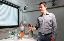 Merging user and robotic control in a smart artificial hand for amputees
