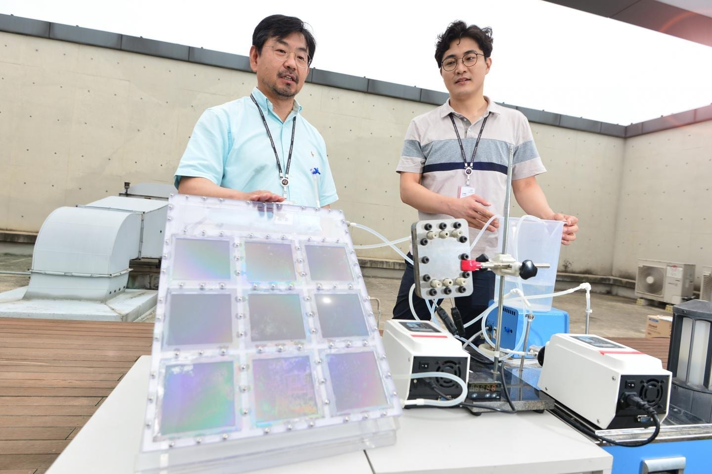 Through solar absorbers (9 panels, 5cm by 5cm in size), the team of Kyung-guen song are discussing the process of producing water at high efficiency with membrane distillation technology. CREDIT Korea Institue of Science and Technology (KIST)
