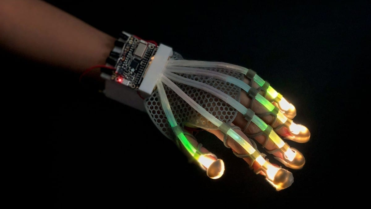 Cornell researchers in the Organic Robotics Lab designed a 3D-printed glove lined with stretchable fiber-optic sensors that use light to detect a range of deformations in real time.