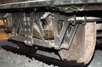 Costituisce uno dei primi esempi di vettura poggiata su due carrelli snodati a perno a quattro ruote ciscuno.