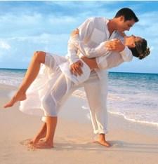 sposi sulla spiaggia - viaggi nozze in Thailandia