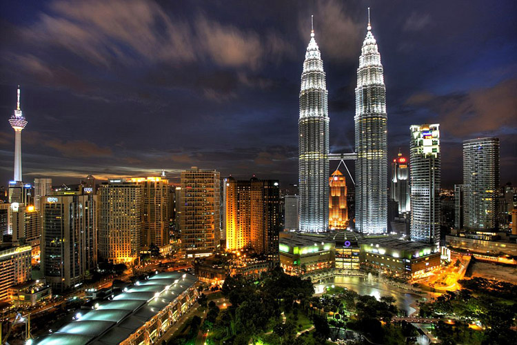 Petronas Towers di Kuala Lumpur