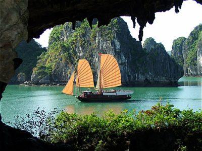 Grotta di Bo Nau - Halong Bay - Vietnam