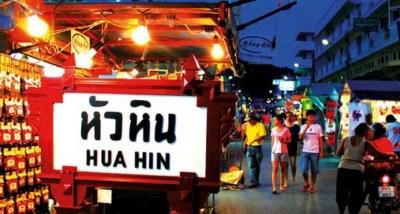 Mercato notturno di Thanon Dechanuchit in thailandia