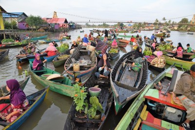 Mercato galleggiante a Banjarmasin