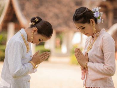 wai il saluto thai - stretta di mano