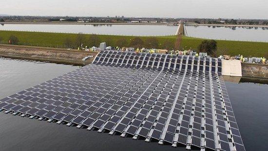 Usinas solares começam a flutuar pelo mundo