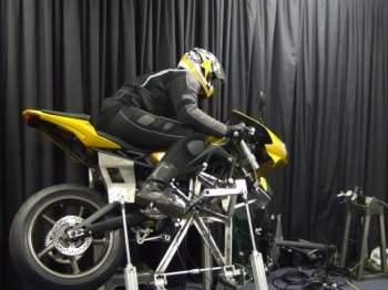 Simulador de motos aumenta habilidades dos motoqueiros