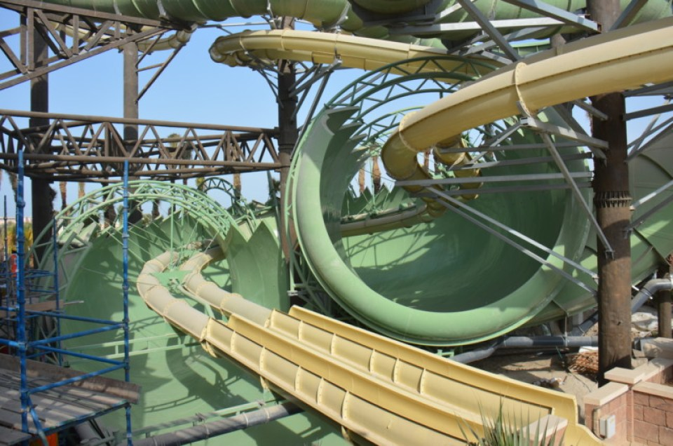 Atlantis The Palm - Aquaventure Waterpark - Anaconda Flume-Thru-Flume (1)