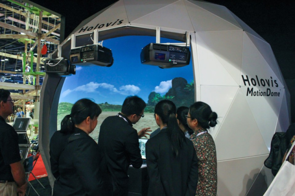 MotionDome Holovis IAAPA 2013 1