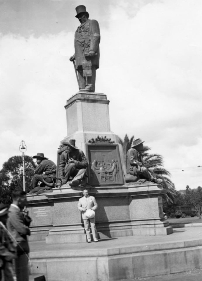 Ripley standing at Paul Kruger's statue in Pretoria (1933)