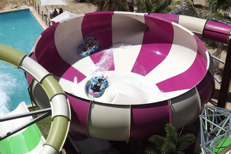 cannon-bowl-40-beach-park-aquiraz-brazil-purple-white-two-person-raft-corkscrew-exit