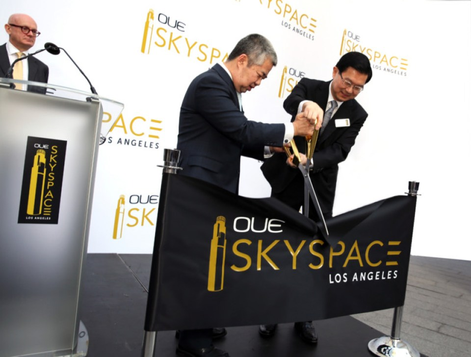 LA Deputy Mayor Raymond Chan and OUE Executive Chairman Stephen Riady lead OUE Skyspace LA's ceremonial ribbon-cutting as OUE Deputy Chairman Christopher Williams looks on