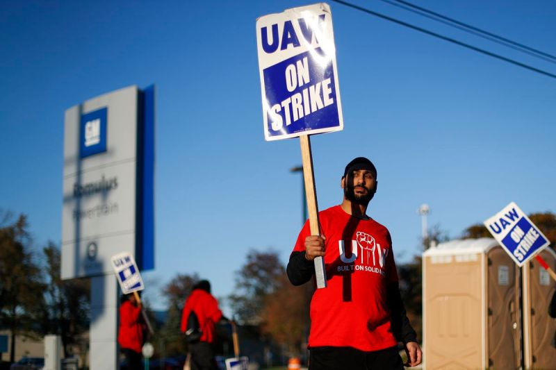 GM, United Auto Workers reach tentative deal that could end strike