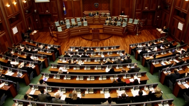84 deputetë kanë armë me leje